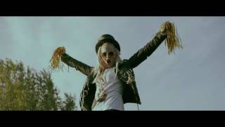 Anna and the Barbies - Segges a Balatonba (Official Music Video)