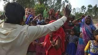 Bhai Harare ganv ke preside mandir ke nag baba. Dance dekhte h kitne log dekhte h