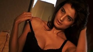 Unseen - Ameesha Patel's hot Telugu scene width=
