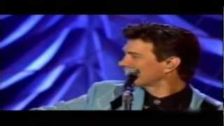 Chris Isaak - Solitary Man (Live)