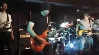 PAUL GILBERT solo on JOE SATRIANI's guitar... 🤤