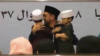 Watch the reaction of these Indonesians parents & their kids who've memorised the Qur'an