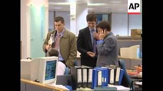 UK: LONDON: STOCK MARKET FALLS