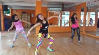 "coreografia"" Mueve La Cintura"" con Sandra Santander"