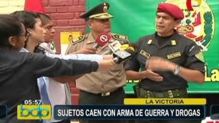 Policía interviene a sujetos con arma de guerra y drogas en La Victoria (1/2)