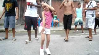 Marcelinha dançando na festa de Vitin haha '
