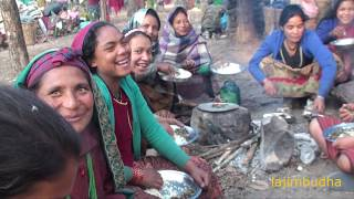 indigenous people eating in group || communal eating || village food ||