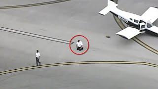 Flyet lander med nesa først. Da gjør piloten dette