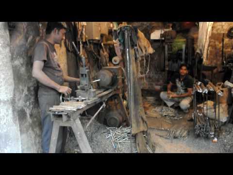 Dhaka Metalwork – Lathe worker.AVI