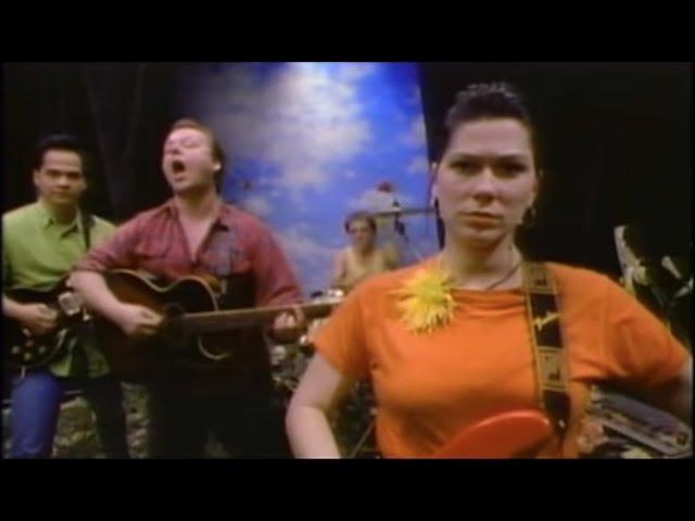 Videoclip oficial de la canción Here comes your man de Pixies