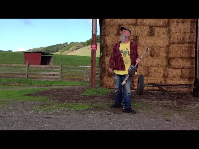 "Vídeo oficial de Down On The Farm"" de Seasick Steve"