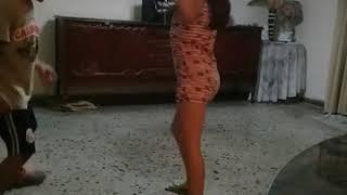 Niños bailando tanbor