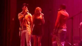 Luigiano, Dewi en Davy - Umbrella