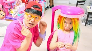 Boram hace peinados para ir de fiesta 보람이의 미용실 놀이