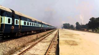 11112 Balrampur-Gwalior Sushasan express departing Balrampur
