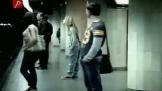 11M La Oreja De Van Gogh Jueves video Espanol  English lyrics (480 x 360).mp4