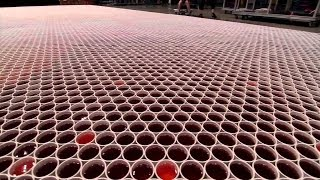 Vejam o que esse artista fez com 66.000 copos de água! Impossível não compartilhar!