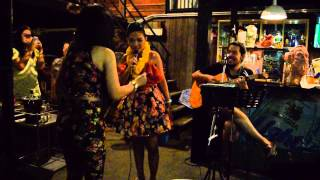 Noche Thai en Bar, ültimo día en Bangkok, Tailandia - Manuel Marin V
