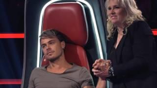 Jurado chora sem parar ao encarar jovem cantor no The Voice.