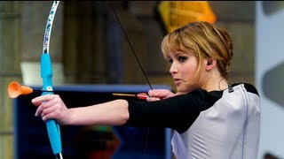 Jennifer Lawrence Shoots a Bow and Arrow on El Hormiguero!