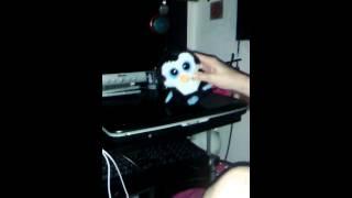 Pingouin mignon qui danse.