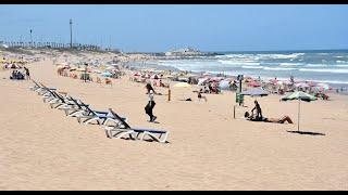 Les adeptes du surf et de la nage regagnent la plage Aïn Diab après son réaménagement