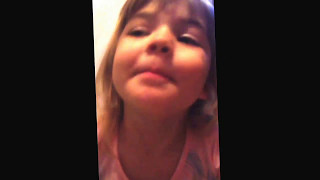 Menina de 03 anos falando Inglês. A pequena Isabella.