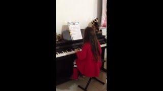 Jingle Bells - Bate o sino, pequeninho, sino de belém... Eu tocando piano!!!