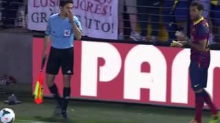 Dani Alves eats banana thrown from public