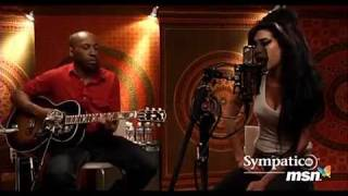 This is why I love Amy Winehouse - Back to Black Live