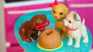 Barbie Camila Novelinha ep 7 BARBIE STORY - Filhotes Comem Bolo da Barbie