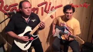 Roberto Frejat e John Cruz tocando na cidade do Rock