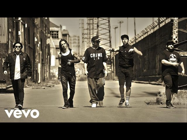 """Videoclip oficial de la canción """"Una Sola Oportunidad"""" de Bourbon Kings."""