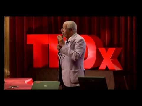 TedxCasablanca 2011 – Noureddine Ayouche – Casser les frontières à la quête du savoir