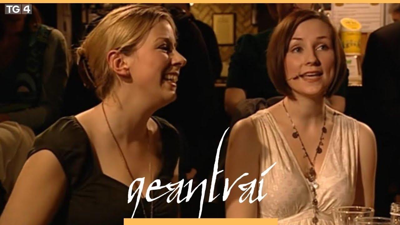 Julie Fowlis & Muireann Nic Amhlaoibh – Geantraí 2003 on TG4