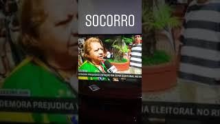 Mulher leva susto ao vivo com  o grito #EleNão