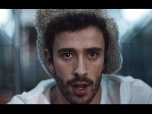 Videoclip oficial de 'Weak', de AJR.