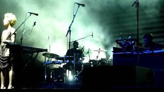 Massive Attack - Teardrop (Live at Sydney Opera House Forecourt)