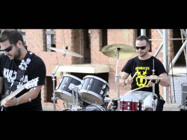 Videoclip de la canción Los Políticos de clase B de Los Kultura