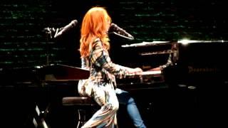 TORI AMOS - SHE'S ALWAYS A WOMAN (Billy Joel cover) - Live Philadelphia, PA 8-10-14