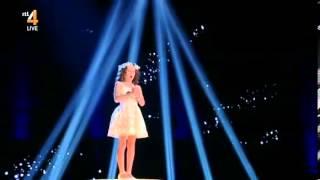 "Menina holandesa de 9 anos volta a arrasar no Holland's Got Talent... desta vez com ""Ave Maria"""
