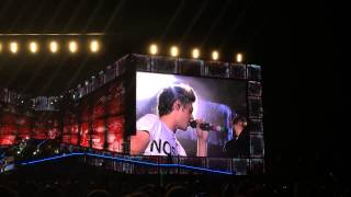 Niall singing Beautiful Girls & Stand By Me/ Rose Bowl 9/13/14