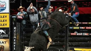 Jorge Valdiviezo rides Shoot Out the Lights for 87.25 points (PBR)