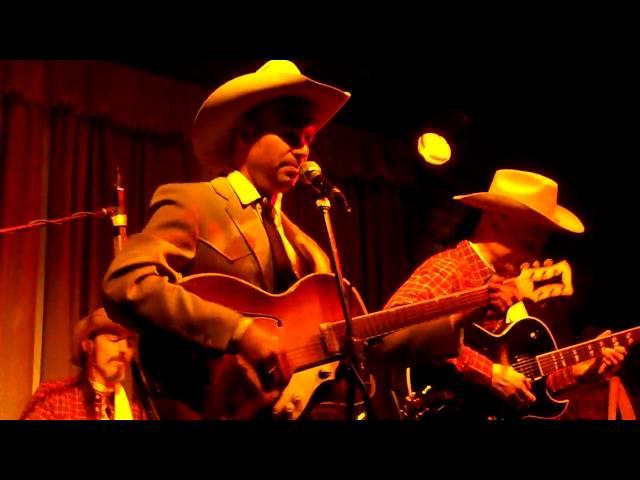 Vídeo de la canción  Don´t start breathin´ down my neck de Mike Penny and The Moonshiners en directo