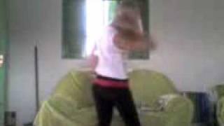 loira dançando