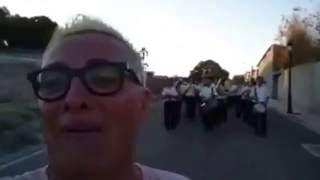 Tengo una banda para mi SOLO - Ay que emoción - Shocking Videos
