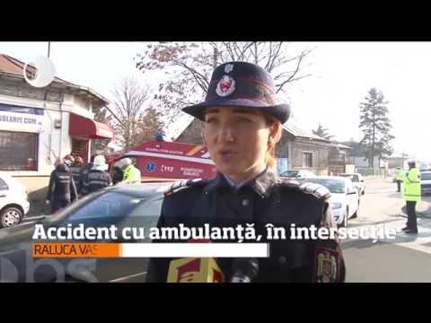 Accident grav cu ambulanța, în intersecţie