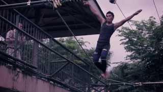 Tightrope-walker Falls into Crocodile Pen! | Full Video