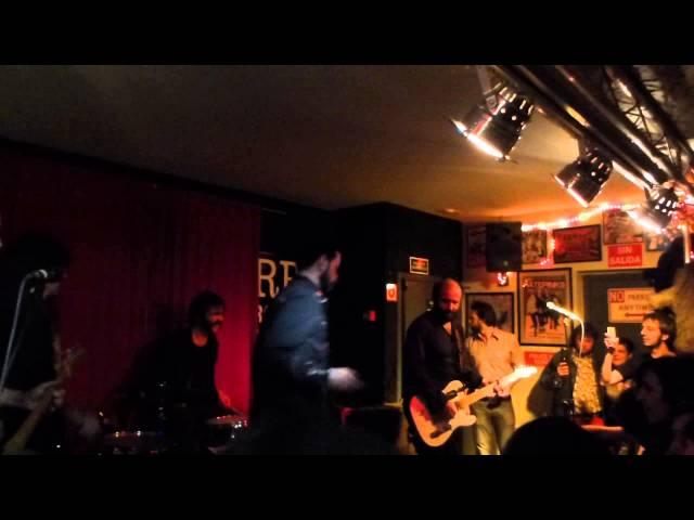 Vídeo de un concierto en la sala Rock Palace.