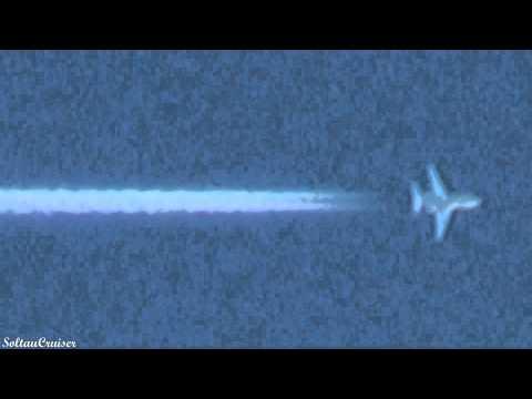 Daidalos Aviation Hawker 800 Contrails over Berlin (01 16 2011)